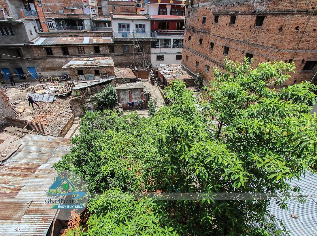 Land/House at Thahiti
